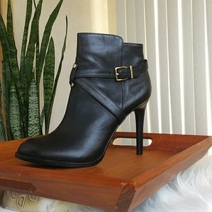 Just in! NWOT GIANNI BINI Leather Ankle Booties